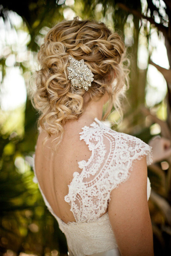 Причёска для невесты на волосы средней длины